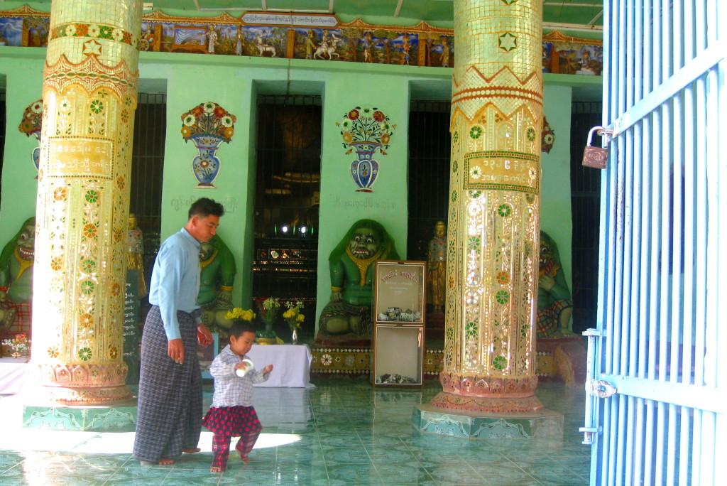 Monywa11 Myanmar child at temple