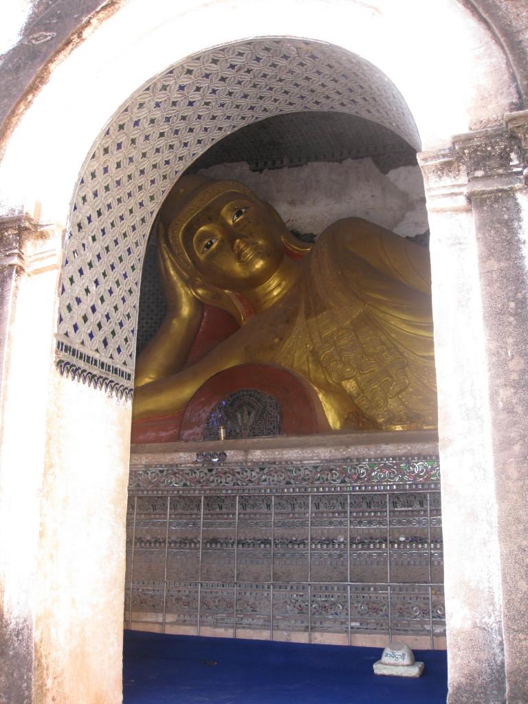 Monywa7 cave reclining buddha